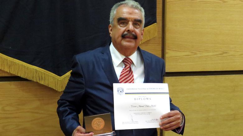 46 años como profesor en UNAM