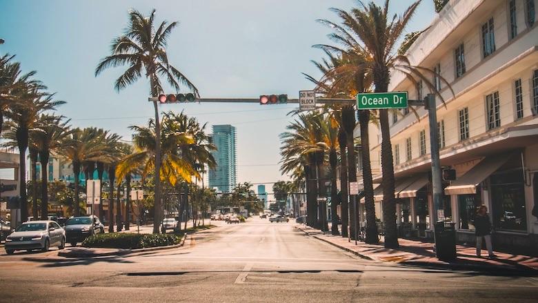 Florida cierra por la pandemia