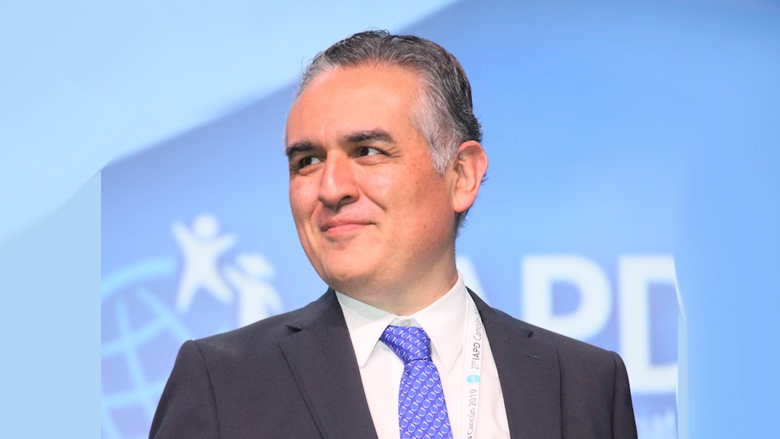Odontólogo peruano elegido presidente de IAPD